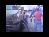 Kidnapper Beaten by Mom and Neighbors with 2×4(Caught on Camera)