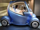Amazing!: Nissan's Future Car 'PIVO' With Built In Robot Driver